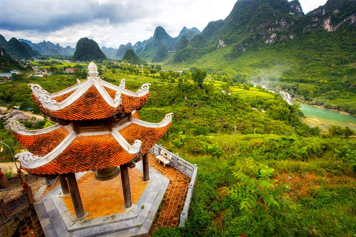 Another viewpoint from Linh Ung pagoda, Cao Bang